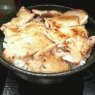 塩麹と藻塩の炙り豚丼