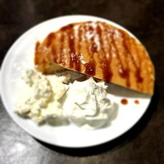 手作り濃厚ホイップバターのパンケーキ