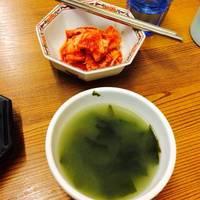 セットのスープとキムチ