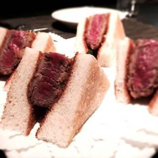 牛フィレ肉のカツサンドウィッチ