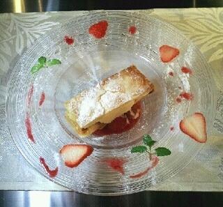 苺と蜂蜜アイスの温かいミルフィーユ