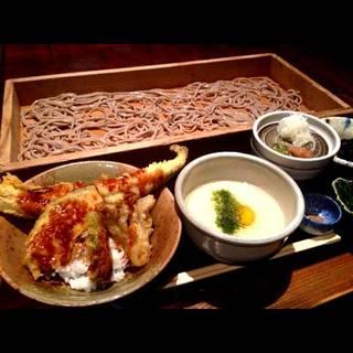 『山形名物 板蕎麦』温かい鶏出汁 又は 冷たいトロロ 一本穴子天丼 又は 海鮮丼