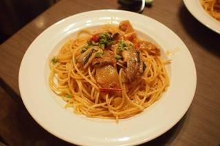 トマトとオイルサーディンのパスタ