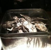 殻つきカキのガンガン焼き