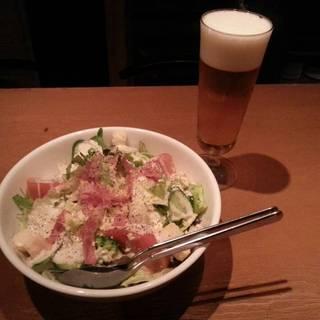 生ビールとシーザーズサラダ