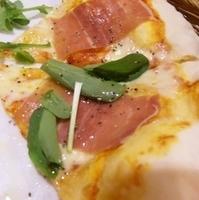生ハムルッコラのピザ