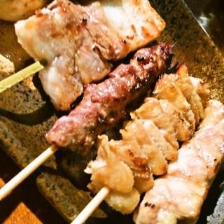 地鶏と地豚の炭火串焼き 盛り合わせ