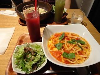 トマトとモッツアレラのバジルカプレーゼ ランチセット/SAKURA参道