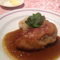 骨付き鶏もも肉のコンフィ エストラゴンのソース