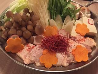 新鮮地鶏と旬野菜の贅沢赤から鍋