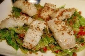 蒸し鶏の胡麻ソースサラダ