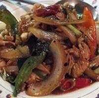 牛肉とタイバジルの炒め物