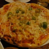 たっぷりチーズのミックスピザ