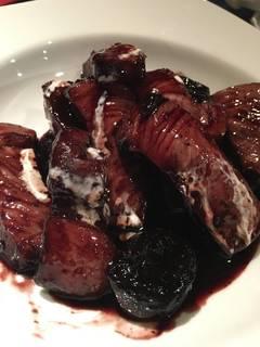 国産もち豚とプラムの赤ワイン煮