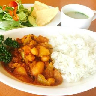 ひよこ豆と日替り野菜のカレーライスランチ