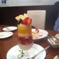 フォアグラプリンとフルーツパフェ