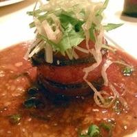 牛フィレ肉とトマトの重ね盛り バルサミコソース