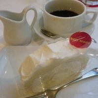 レアチーズのロールケーキ