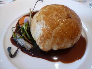 鹿児島産 日本鹿のパイ包み焼き 赤ワインソース