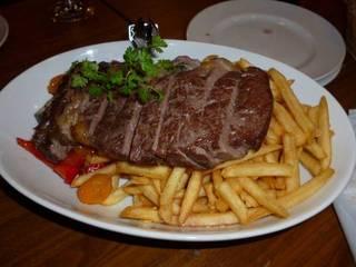 牛リブロースステーキとドッサリのポムフリット