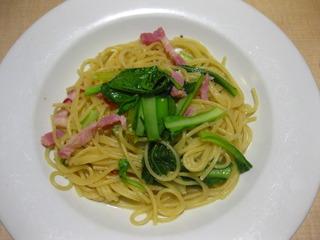 ベーコンと新鮮青菜のペペロンチーノ