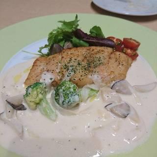 真鯛のムニエルクリームチーズソース