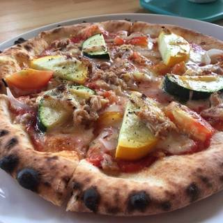 ツナとズッキーニのピザ