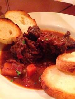 牛ほほ肉とひよこ豆の赤ワイン煮込み