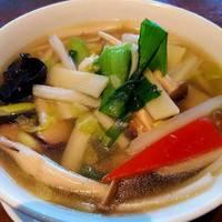 野菜と海鮮入りタン麺