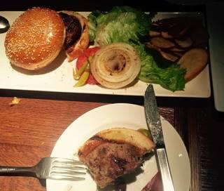 炭焼きビーフのクラシックハンバーガー