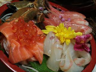 旬鮮魚の3点盛り ~彩り美しい季節鮮魚~