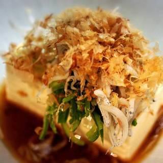 ピーマン・ジャコのせ冷やし豆腐