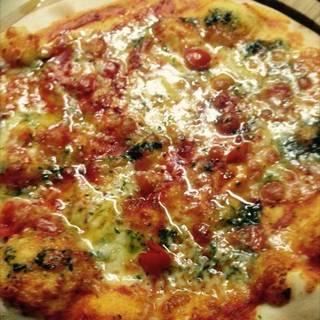 モッツァレラチーズのバジルピザ