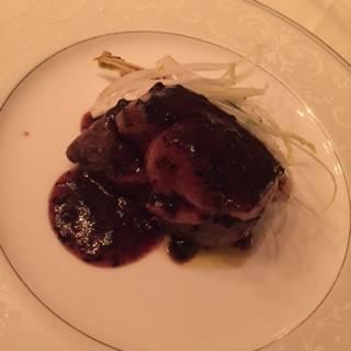 松坂牛フィレ肉とフォアグラの究極ロッシーニスタイルのコース