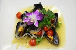 ムール貝とトマトの白ワイン煮