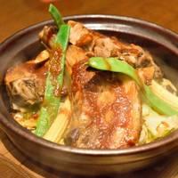 十勝豚ぶちリブコース当店看板商品、北海道から直送されるおいし~い十勝豚スペアリブの蒸し焼き鍋コース