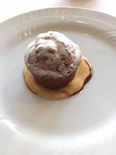 ドライイチジクとヘーゼルナッツのトルティーノ マルサラ風味のザバイオーネ