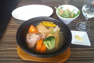 桃豚とたっぷり野菜のポトフランチ