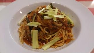 黄ニラと山菜とブタミンチのピリ辛トマトソース