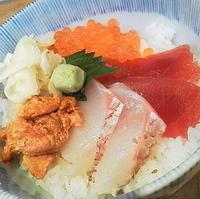 魅惑の四色海鮮丼