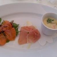 鮮魚のカルパッチョ 生ハムとフルーツ 本日のスープ