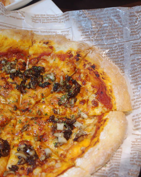 釜焼きミラノ風ピザ