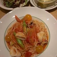ヤリイカと夏野菜のトマトソース