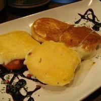 焼チーズの二種盛り合わせ