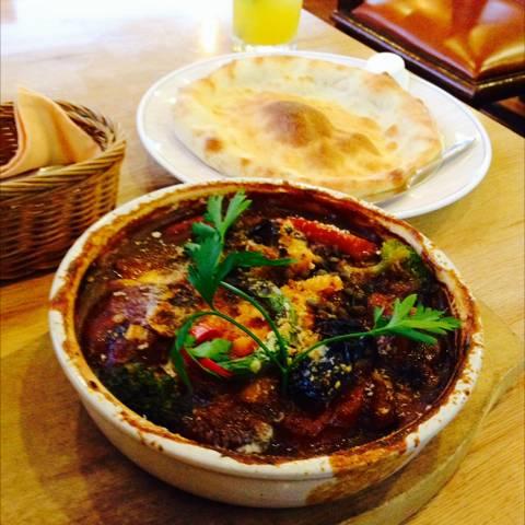 ポークのやわらか角煮と野菜のデミソースシチュー