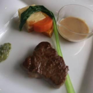 2000円コースのお肉のメイン料理