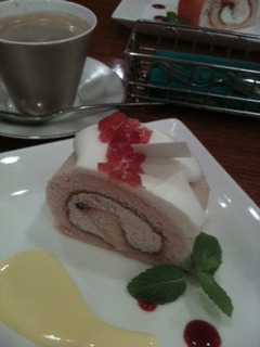 ローズのロールケーキ