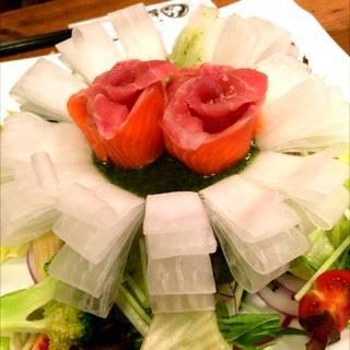 鮮魚三種のcarpaccioと新鮮野菜のフラワーサラダ
