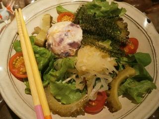 """沖縄""""元気""""野菜サラダ"""
