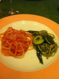 パンチェッタとトマトソースのブカティーニ